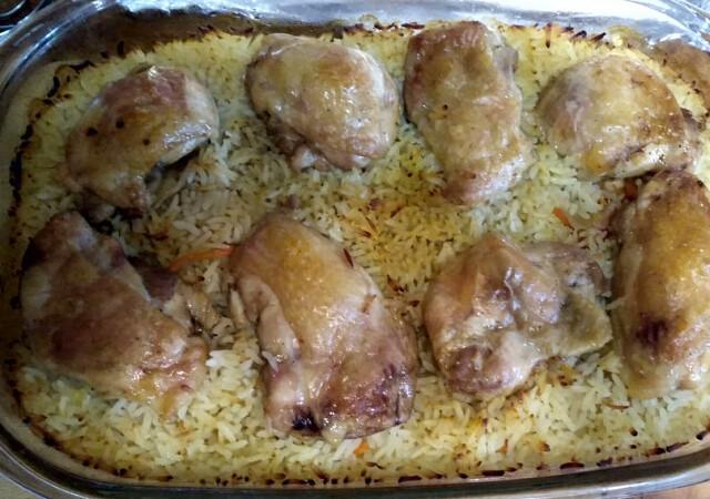 Рис с курицей в духовке, очень вкусно.